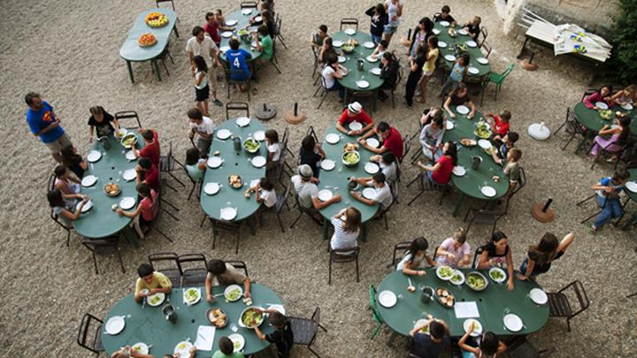 Repas au Château de l'Environnement (photo PNRL - Sophie Billaud)