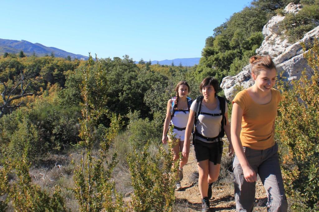 3 randonneuses sur le plateau des Claparèdes