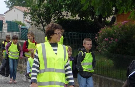 En chemin vers l'école à La Brillanne en 2010 - Photo PNRL Sophie Billaud)