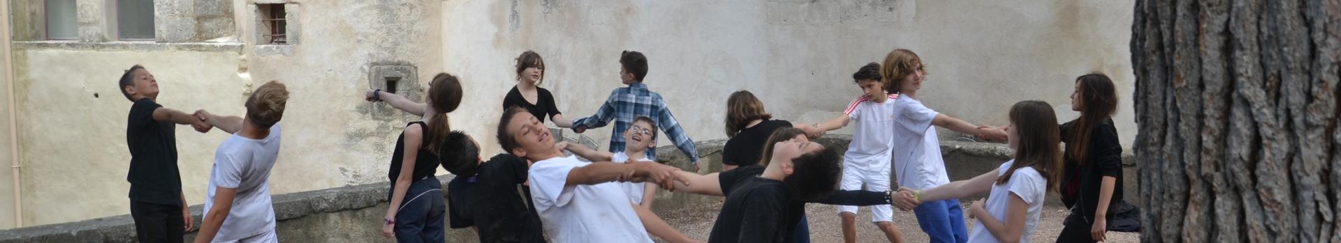Présentation de l'action éducative avec le Parc sous forme de spectacle dansé - Classe de 5ème - photo PNRL Julien Briand