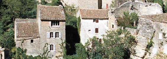 Les maisons anciennes du village de Gordes (photo Hervé Vincent)