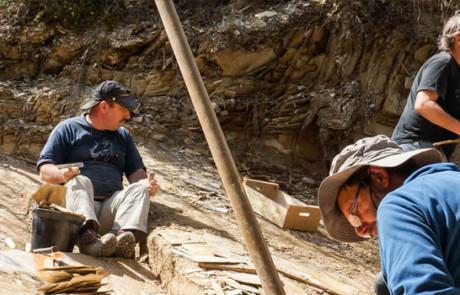 Chantier de fouilles scientifique à Céreste (photo PNRL - Stéphane Legal)