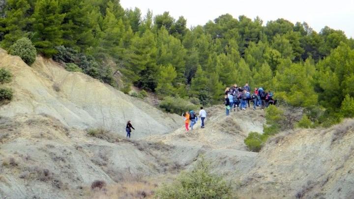 """Découverte géologique dans le cadre de """"Mon collège en Luberon"""" (photo PNRL - Stéphane Legal)"""