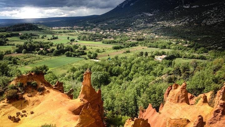 Cheminées de fées aux Colorado provençal de Rustrel (photo PNRL - Patrick Cohen)