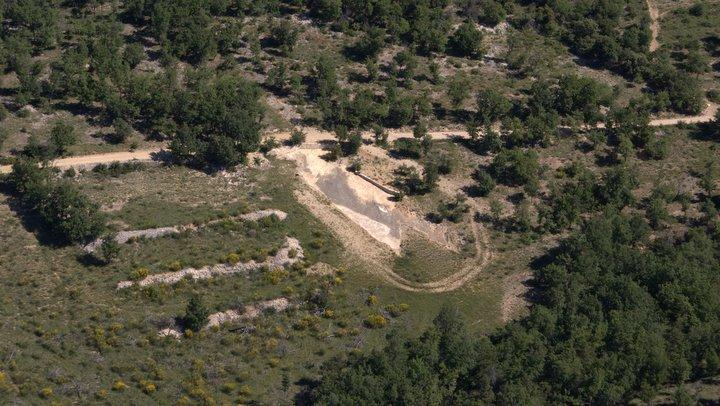 Vue aérienne de la dalle de Viens (photo PNRL - Stéphane Legal)