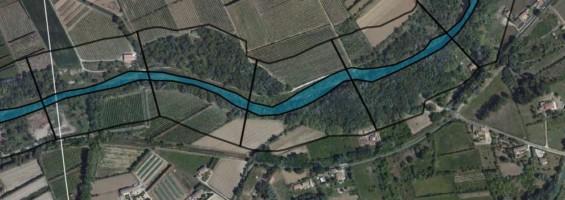 Vue aérienne du Calavon à Robion © PNRL