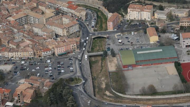 Vue aérienne du Calavon à Apt © PNRL - Jérôme Brichard