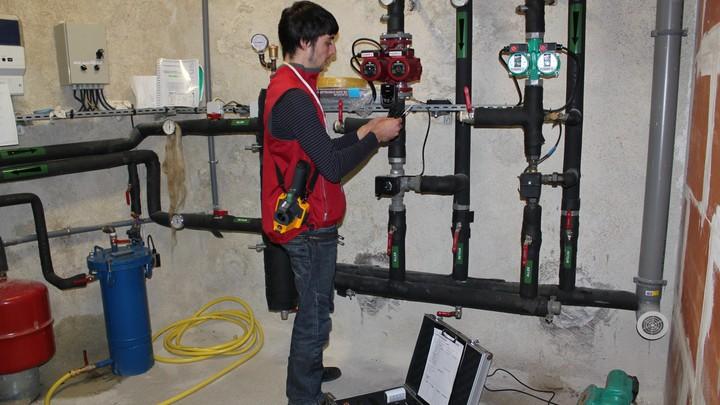 Du matériel de mesure adapté et une habilitation électrique pour chaque CEP © PNRL - Denis Maumus