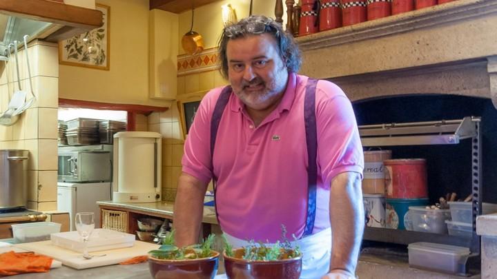 Thierry Crovara dans la cuisine du Mas des grès © Wego Productions