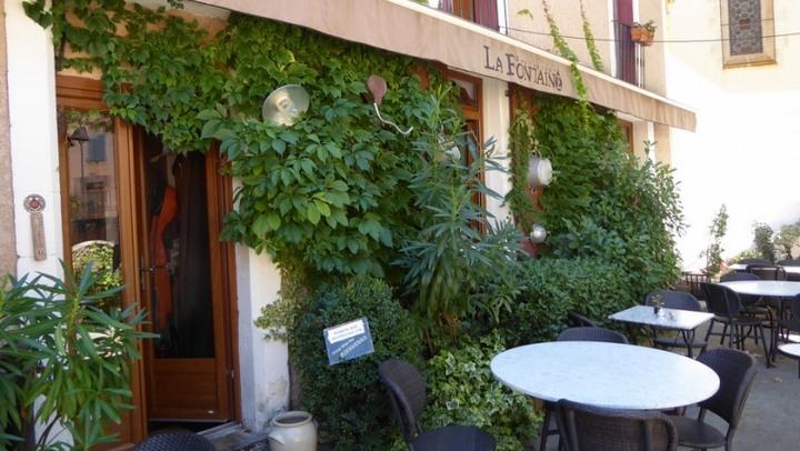 Restaurant La Fontaine marqué Valeurs Parc Luberon (photo PNRL Céline Marse)