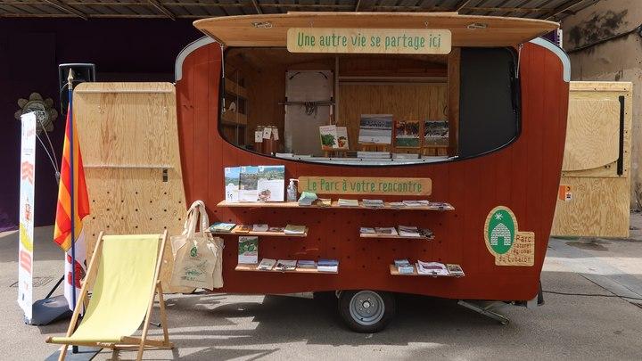 La Lub'ambule : le Parc du Luberon à votre rencontre (photo PNRL-Mona Espanel)